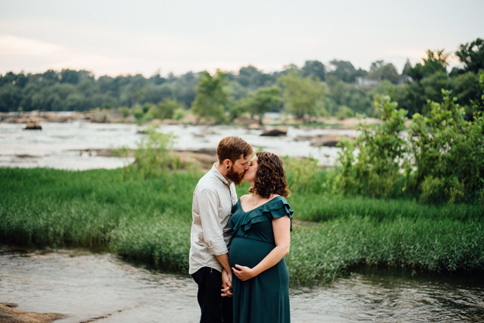 Em Busy Living | Maternity Photos by Lindsey Paradiso Photography | Richmond, Virginia